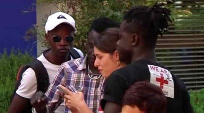 """Parla il profugo: """"In Italia accoglienza di lusso"""" – VIDEO"""