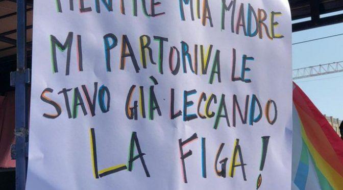Al gay pride di Milano si propaganda l'incesto ai bambini – FOTO