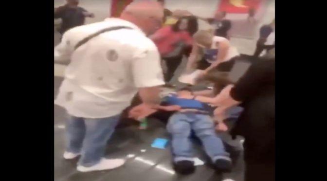 Il profugo lo ha finito a pugni quando era svenuto – VIDEO