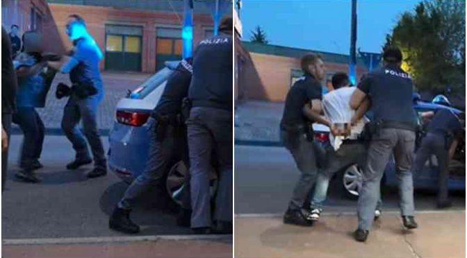 30 immigrati accerchiano poliziotti per impedire arresto: «Ve la faremo pagare»