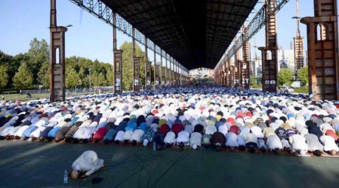Islamici invadono le piazze italiane per la fine del Ramadan – VIDEO CHOC