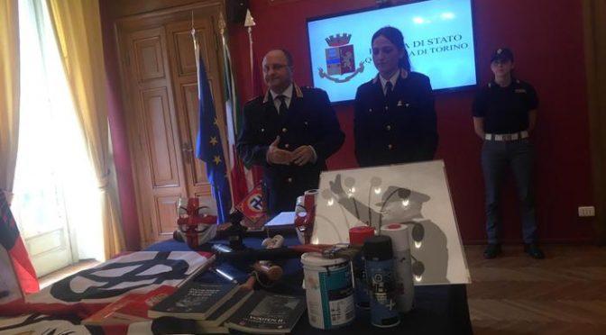 Torino: sequestrati striscioni e oggetti 'fascisti'
