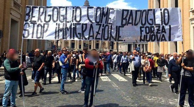 Denunciati per striscione contro Bergoglio, toghe scatenate