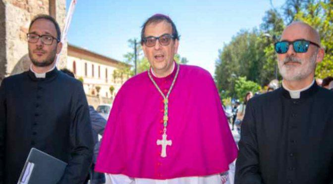 "Vescovo Lojudice: ""Giusto ribellarsi ai decreti Salvini"""