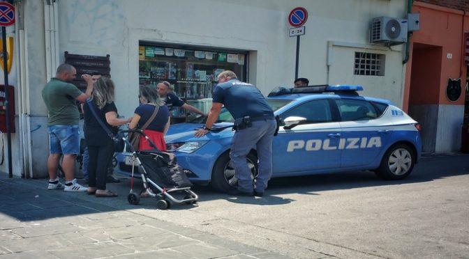 Leader Forza Nuova insegue e arresta 2 ladre Rom a Rimini: avevano rapinato non vedente