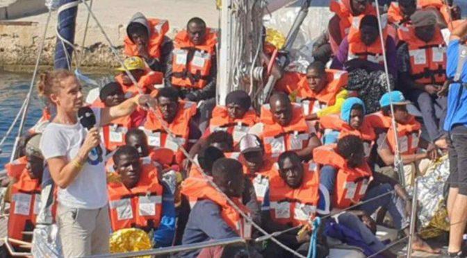 Il deputato scafista che ha violato i confini per scaricare africani: pagato per stare in crociera