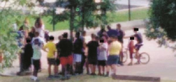 Branco di 10 ragazzini pesta a sangue fratello e sorella, immigrati scatenati a Bologna