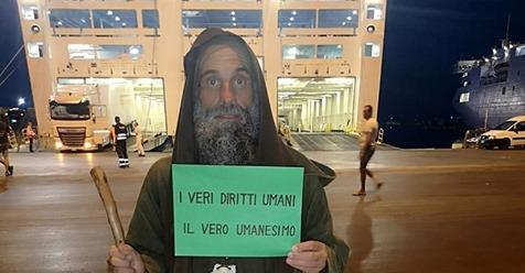 'Padre Maronno' a piedi a Bruxelles per i migranti