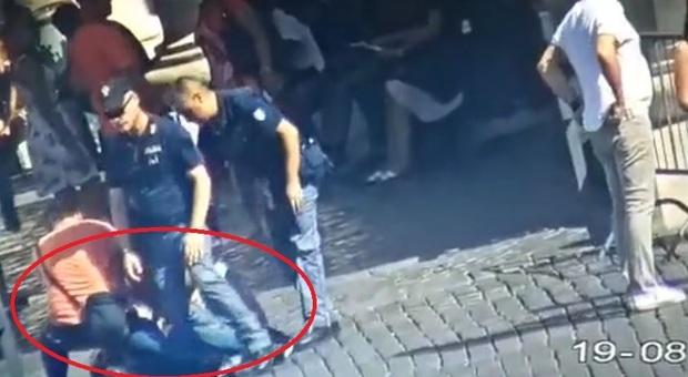 Urla Allah Akbar e tenta di darsi fuoco a San Pietro: richiedente asilo islamico – VIDEO