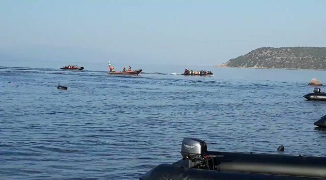 """11 barconi tunisini assaltano Lampedusa, poliziotto: """"Sbarcano galeotti tunisini e TG ve lo nascondono"""""""