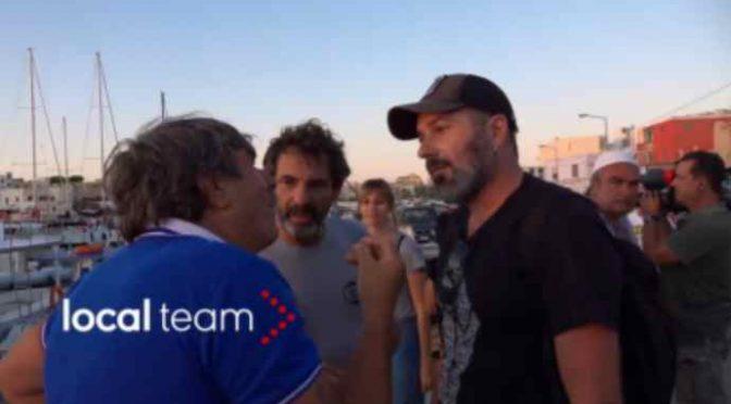 """Lampedusa, cittadini contestano Open Arms: """"Portateveli in Spagna"""" – VIDEO"""