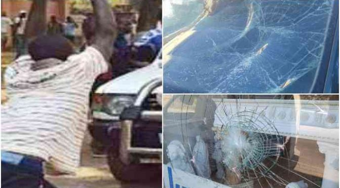 Africano devasta auto polizia: a colpi di pietra distrugge lunotto