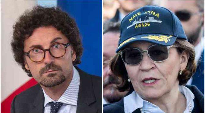 Toninelli dà l'ok all'ingresso di Open Arms a Lampedusa
