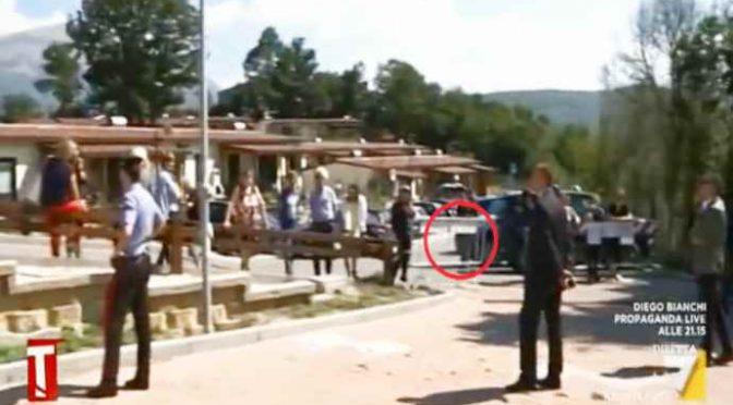 Conte fugge dai terremotati, tenuti lontani da transenne – VIDEO