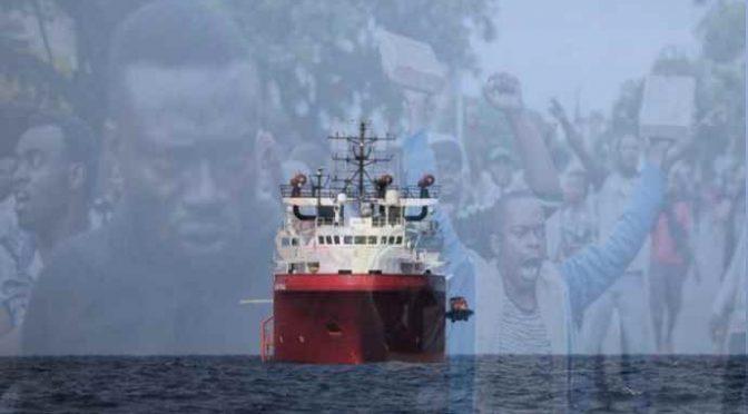Ong francese con 400 clandestini diretta in Sicilia si perde barcone con 140 immigrati