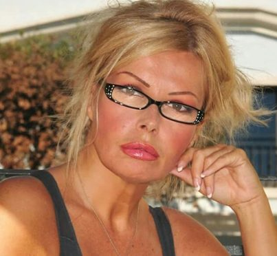«Ho perso un occhio, accecata da immigrato», si confessa l'ex naufraga dell'Isola dei Famosi Viviana Bazzani