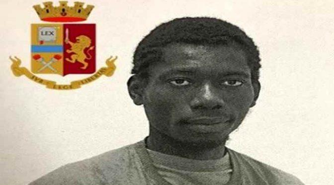 Africano tenta di violentare 2 ragazze che passeggiano: sono a caccia