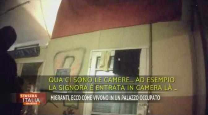 Milano, immigrati vivono gratis nel palazzo del Comune