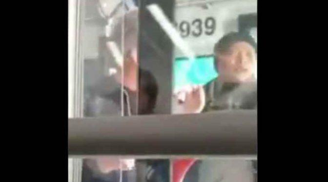 Accoltella agenti perché non lo lasciano masturbarsi sul bus