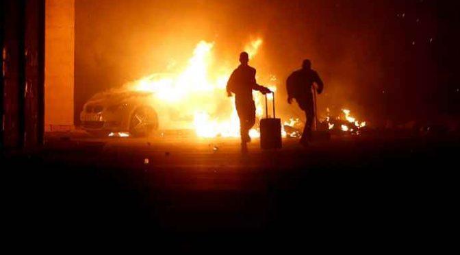Immigrati in rivolta incendiano centro accoglienza in Molise