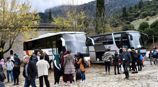 """Profughi lasciano schifati monastero: """"Si stava meglio a Lesbo, cerchiamo altro"""" – VIDEO"""