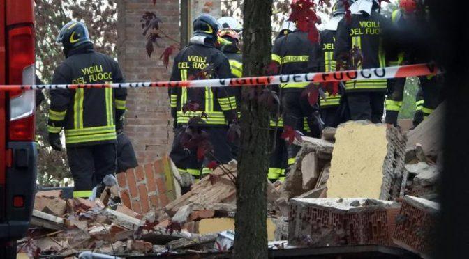 Edificio esploso, 3 pompieri morti: fili elettrici e 'timer', ma inquirenti negano terrorismo