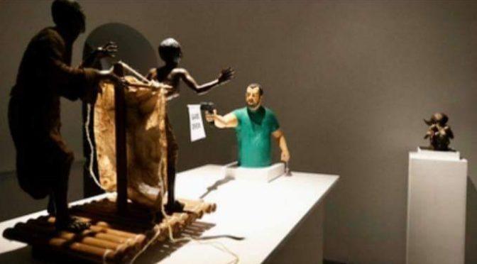 Salvini spara ai clandestini, ma è solo un'installazione 'artistica'