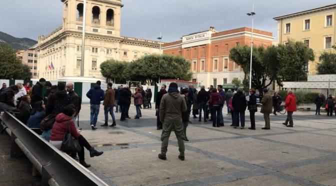 La sardine fanno flop: non si presenta nessuno a contestare Salvini – FOTO