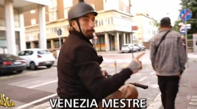 Brumotti a Mestre: «Città invasa da spacciatori (AFRICANI), situazione drammatica» – VIDEO