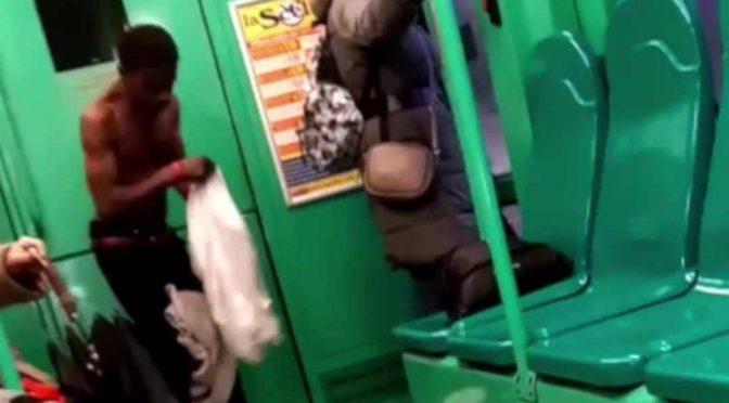 Milano: il tram è lo spogliatoio dei migranti – VIDEO