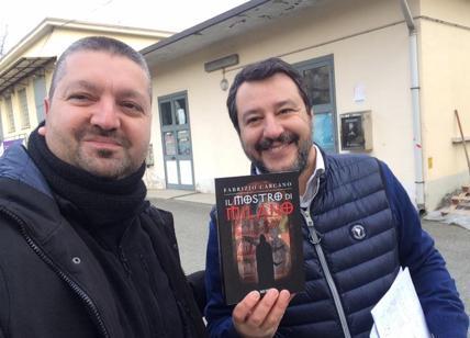 Carcano, foto con Salvini e il suo noir vola su Amazon