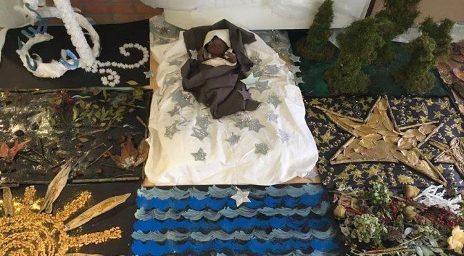 Presepe trash ad Azzano: Gesù è nero e senza genitori – FOTO