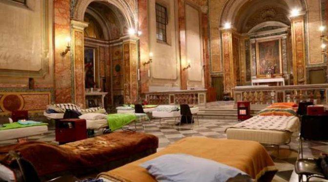 Bergoglio peggio di Biancalani: trasforma chiesa in bivacco immigrati e senzatetto