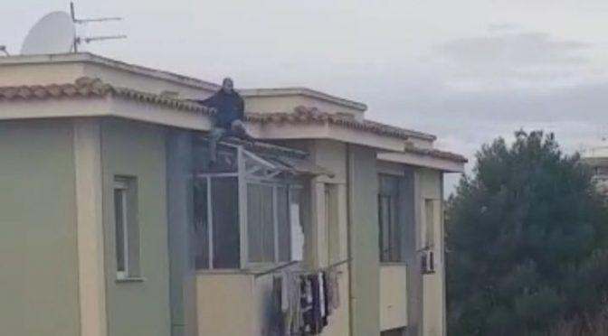 Ladro marocchino in fuga precipita, ma non muore – VIDEO