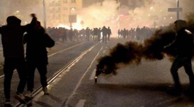Capodanno afroislamico in Europa: sangue e violenze, donne aggredite e polizia assediata – VIDEO