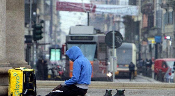 Milano, i raider pregano cinque volta verso la Mecca