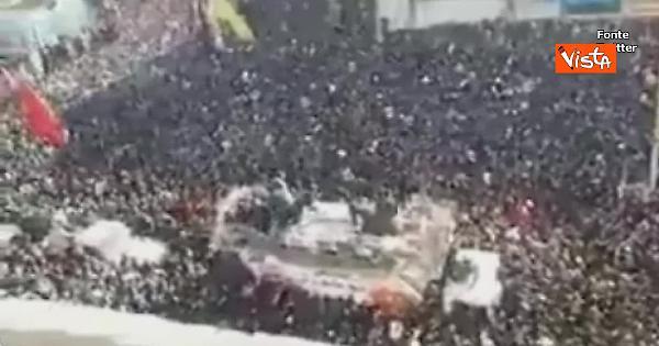 Soleimani, milioni a sepoltura: decine di morti nella calca – VIDEO