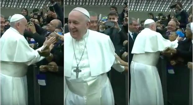"""Bergoglio alla suora africana: """"Sicura che non mordi?"""""""