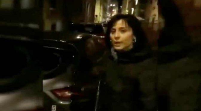 """Parcheggia sotto casa e le distruggono l'auto: """"Questa è la Firenze del PD"""" – VIDEO"""