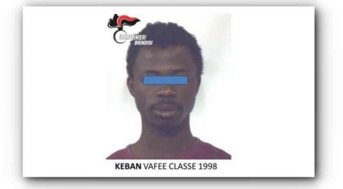 """Profugo liberiano pesta volontaria e militari: """"Ho diritto di essere mantenuto ancora"""""""