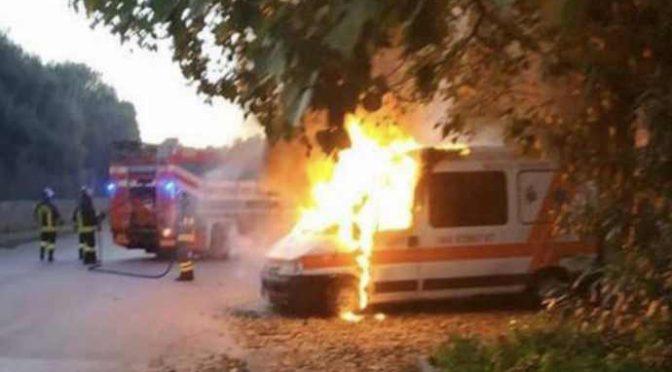 Milano, immigrato vandalizza ambulanza e pesta soccorritore