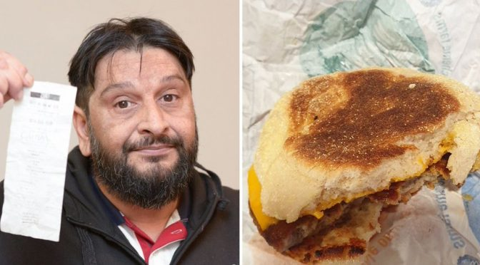 Musulmano addenta salsiccia maiale per errore: sconvolto chiede risarcimento a McDonald's