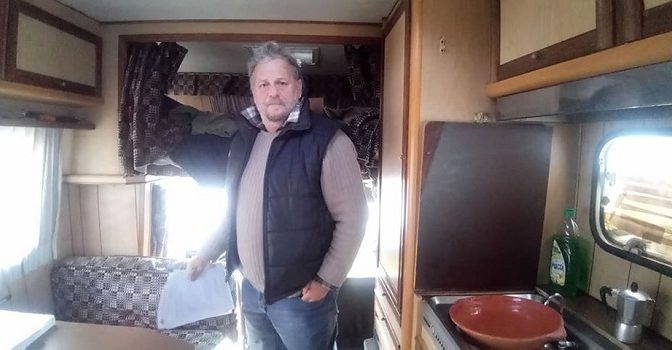 Italiano vive in un camper: non è arrivato col barcone- VIDEO