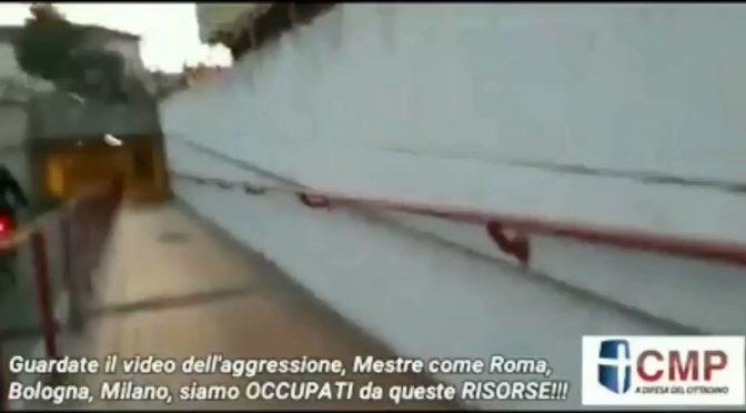 Aggrediti da nordafricani perché li disturbano mentre si drogano in pubblico – VIDEO