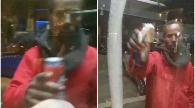 Immigrato in ristorante armato di coltello: clienti ostaggio 20 minuti, libero – VIDEO