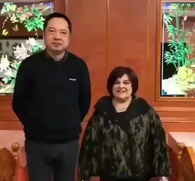 """L'invasata Pezzopane: """"Coronavirus non vi infetta nei ristoranti cinesi"""" – VIDEO"""