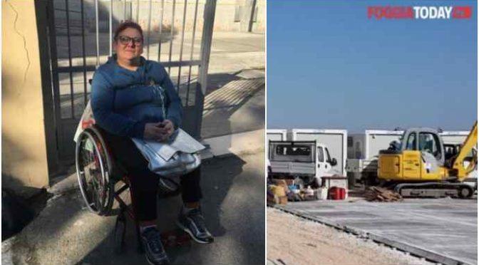 Figlio disabile abbandonato, mamma si incatena: Pd usa i soldi per regalare 100 casette ai migranti