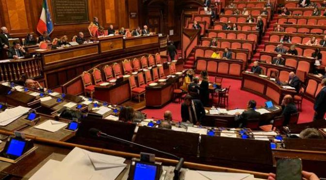 Il PD vuole chiudere il Parlamento e 'lavorare' da casa: pigro working
