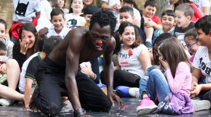 Bologna, bambini costretti a sorbirsi Cappuccetto Rosso senegalese – VIDEO