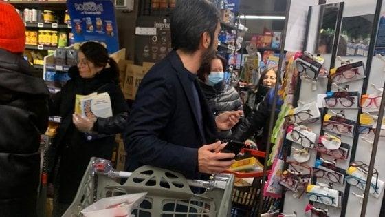 """Inizia, 20 famiglie senza soldi assaltano supermercato: """"Abbiamo fame"""""""